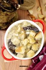 Staropolska postna zupa grzybowa z grzankami i lanymi kluskami