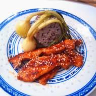 Sezamowy filet z indyka z pieczoną dymką