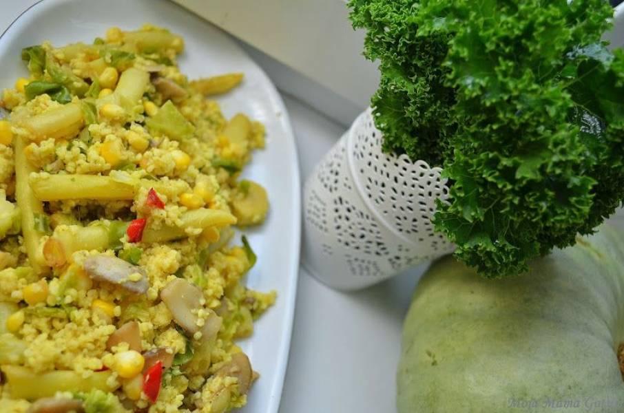 Warzywa z kaszą jaglaną i jajkiem