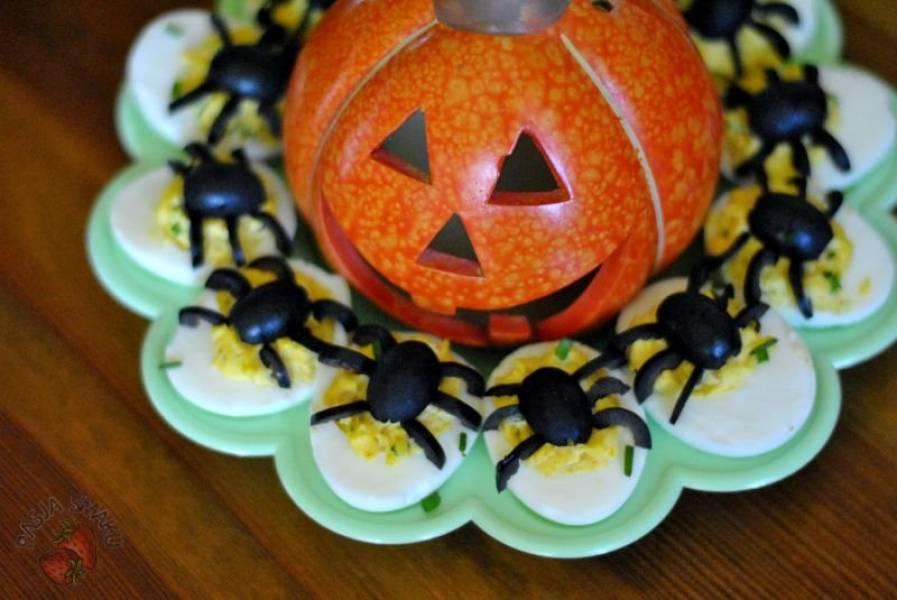 Jajka faszerowane z pająkami