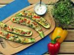 Faszerowana cukinia zapiekana z warzywami i mozzarellą