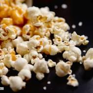 Domowy popcorn z solonym karmelem