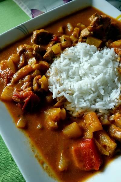 Curry z kurczakiem, cukinią i bakłażanem