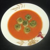 Zupa krem pomidorowa ze ślimaczkami z bazyliowym  pesto