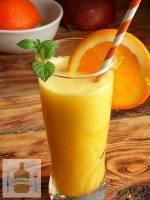 Dietetyczny koktajl z pomarańczy i mango