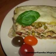 Lasagne z mięsa mielonego z groszkiem z parowaru