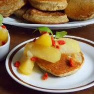 Placuszki   gryczane z jabłkami i owocami goji