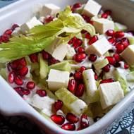 Dietetyczna sałatka z serem feta i granatem