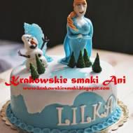 Tort Kraina Lodu- śmietankowy z kawałkami czekolady