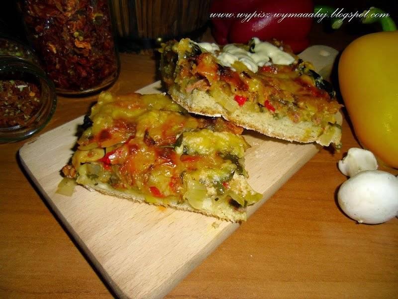 PIZZA 'PIEKIELNIE DOBRA' - Szpinak, pieczarki, papryka, pomidorki... /Ciasto owsiane bezglutenowe.