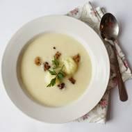 Aksamitna zupa krem z kalafiora  (z dodatkiem chrupiących orkiszowych grzanek)