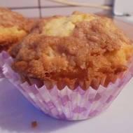 Muffinki jabłkowe z chałwową kruszonką