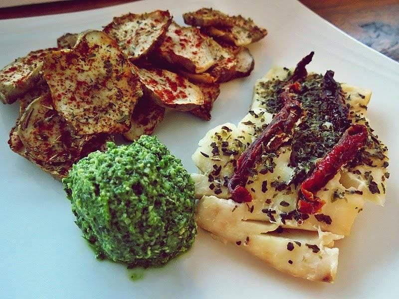 Pesto z nerkowców i rukoli oraz dorsz pieczony z suszonymi pomidorami, czyli prosto i wykwintnie