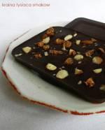 Domowa tabliczka czekolady z ulubionymi dodatkami