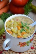 Zupa brokułowa z cukinią i pomidorami