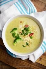 Zupa krem z brokułów i groszku z mlekiem kokosowym