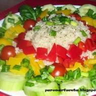 Quinoa otoczona warzywami z parowaru