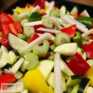 Grillowane warzywa z chrupiącą kalarepką i selerem naciowym