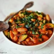 wegańska rozgrzewająca potrawka pomidorowa