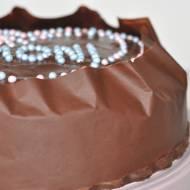 Tort czekoladowy z pyszną masą budyniową