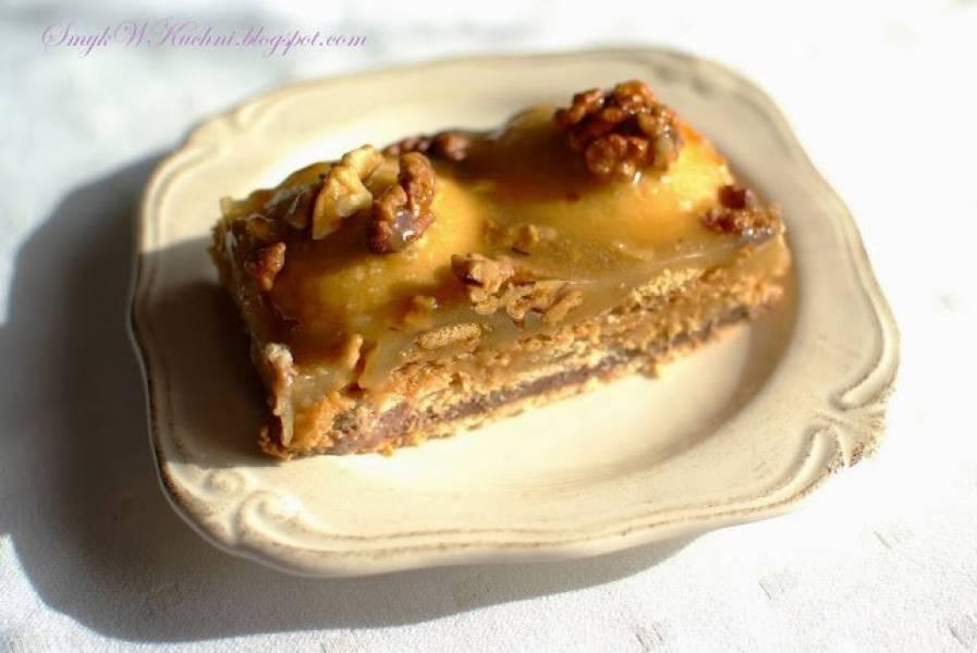 Ciasto bez pieczenia z karmelem miodowym i orzechami