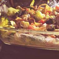 Zapiekane tagliatelle w sosie porowo-śmietanowym z kurczakiem i warzywami