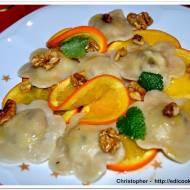 Orzechowe pierożki w sosie pomarańczowym