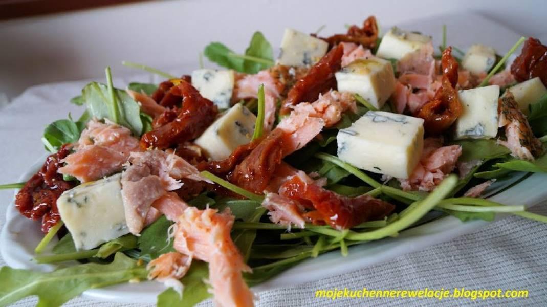 Sałatka z wędzonym łososiem i rukolą