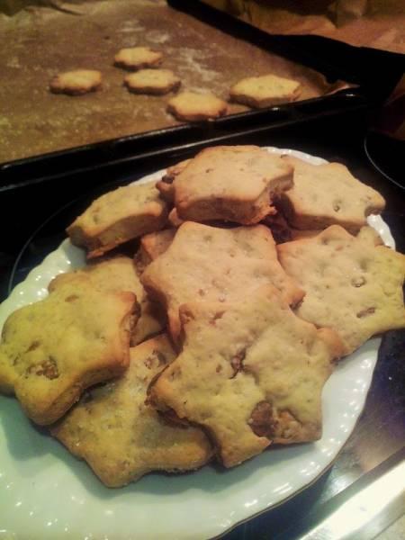 Ciasteczka z orzechami i płatkami owsianymi.