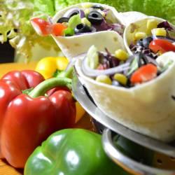 Tortilla z tuńczykiem i warzywami