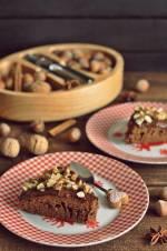 Korzenne ciasto z czekoladą i orzechami