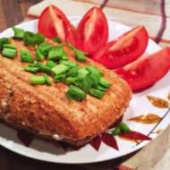 Kolacja na ciepło - zapiekana grahamka z serkiem wiejskim i papryką
