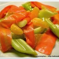 Smażone selery naciowe z marchewką i mandarynkami