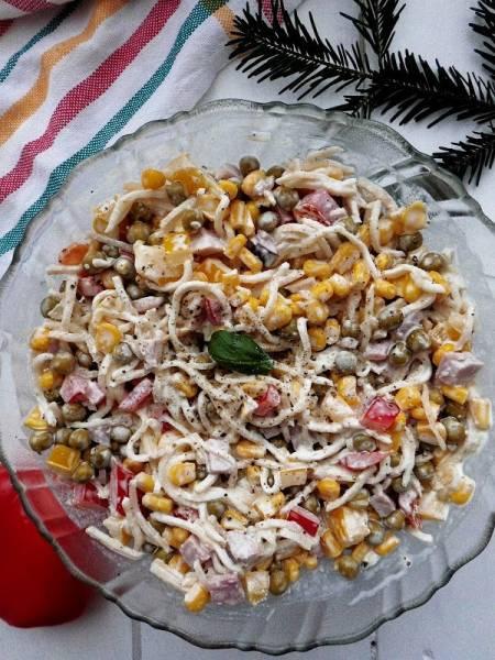 Przepis Na Swiateczna Salatka Z Selerem Konserwowym Cookuj