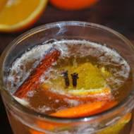 Korzenne grzane piwo z miodem i pomarańczą