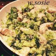 Kurczak w sosie brokułowo-kokosowym