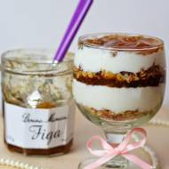 Deser jogurtowy z konfiturą figową