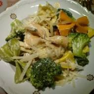 Makaron w sosie z sera pleśniowego z brokułami i kurczakiem