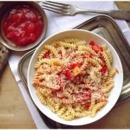 Pasta peperonata czyli Makaron z sosem paprykowo pomidorowym