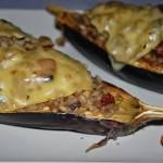 Bakłażan faszerowny pęczakiem z pieczarkami i suszonymi pomidormi