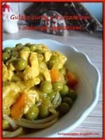 Gulasz curry z kurczakiem i groszkiem