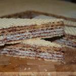 Pischinger przekładany masą z masłem orzechowym