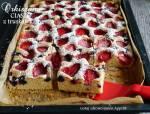 Lekkie orkiszowe ciasto z truskawkami i jagodami na lato