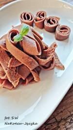 Makaron czekoladowy z ciasta naleśnikowego