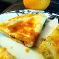 Francuskie naleśniki crêpes suzette z sosem pomarańczowym oraz twarogiem