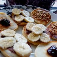 Pancakes z masłem orzechowym i bananem
