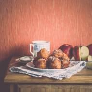 Holenderskie Oliebollen – pączki z jabłkami.
