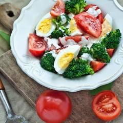 brokuł z jajkiem
