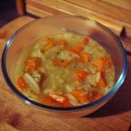 Lekka zupa z białej kapusty (porcja - 130 kcal)