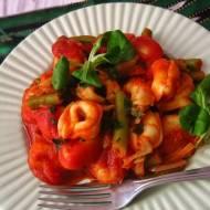 Tortellini z sosem pomidorowym i fasolką